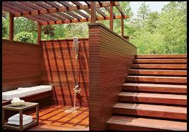 летняя деревянная душевая кабинка
