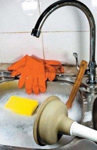 Как почистить раковину, если она засорилась