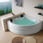 Белая ванна с набранной водой