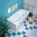 Идеально чистая белая ванна