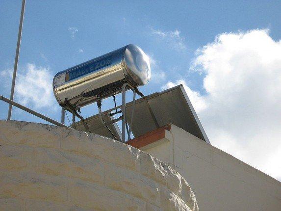 фото самодельного водонагревателя, установленного на крыше