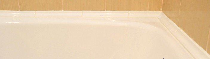 Заделываем щели и стыки между ванной и стеной