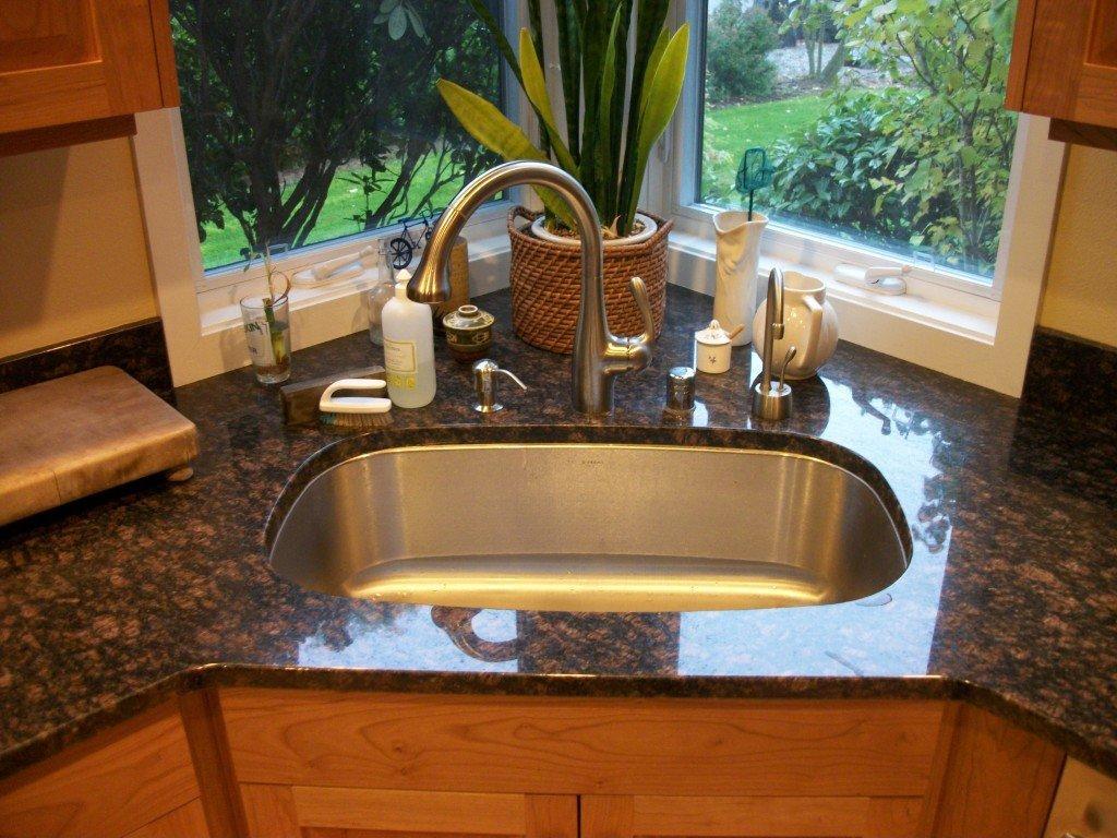 Вариации угловых кухонных моек, методы монтажа