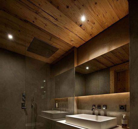 деревянный потолок в вванной