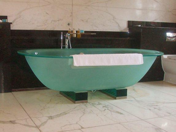 Матовая стеклянная ванна