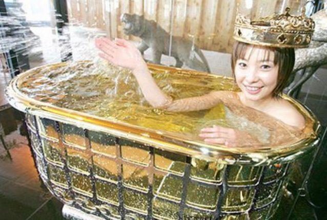 Ванна из золота