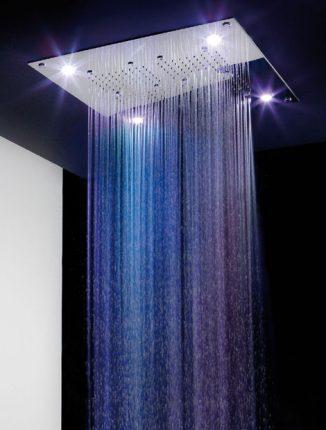 Оригинальная подсветка воды в душе