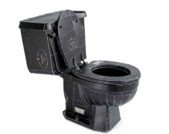 Дизайнерский унитаз из чёрного картона