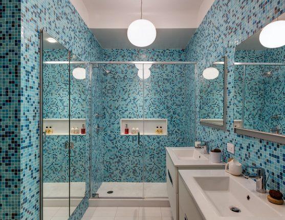 Оформление небольшой ванной комнаты, совмещённой с туалетом