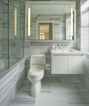 Зеркала в оформлении небольшого санузла