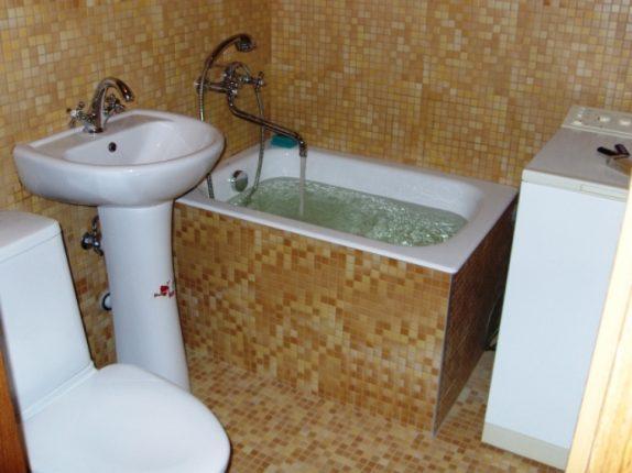 Совмещённый санузел с маленькой ванной