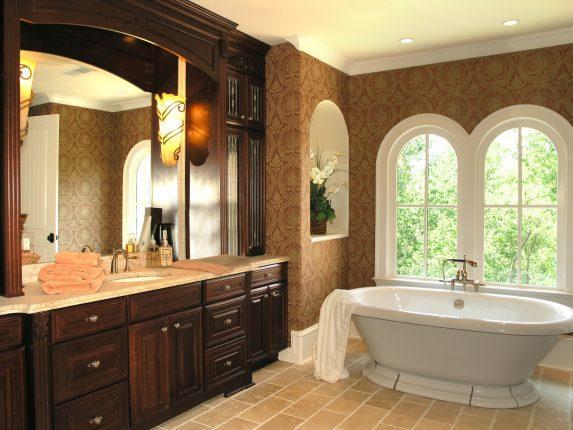 Элегантная ванная комната в классическом стиле