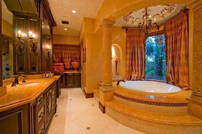 Дизайн шикарной ванной комнаты в Frazier Residence