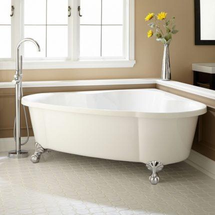 Угловая ванна из чугуна