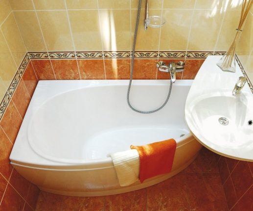 Компактная версия угловой ванны