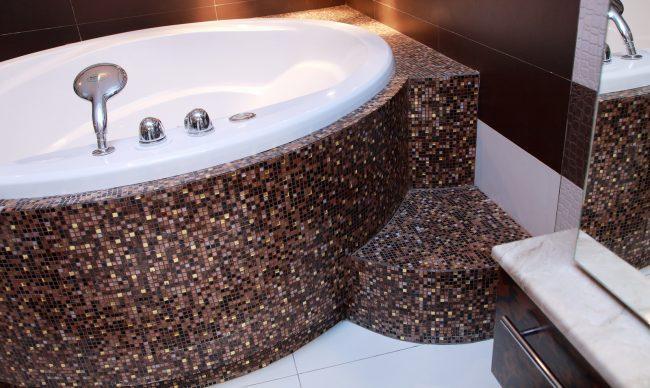 Оформление угловой ванны