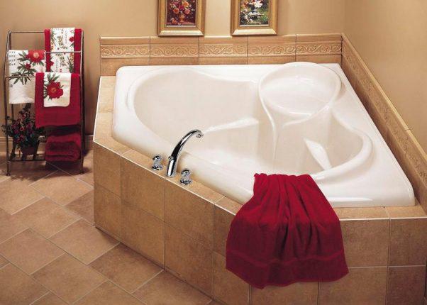 Дизайн помещения с угловой ванной