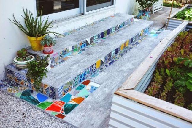 Украшение ступеней мозаикой из битой плитки
