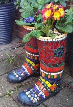 Оригинальный декор для сада из битой плитки своими руками