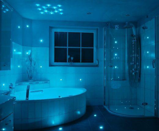 Синий свет в ванной комнате