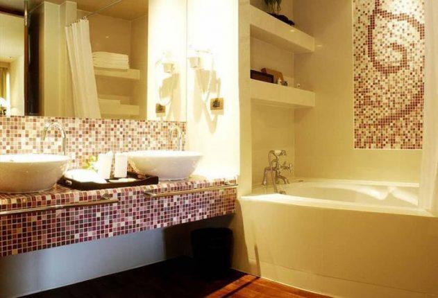 тёплое освещение в ванной