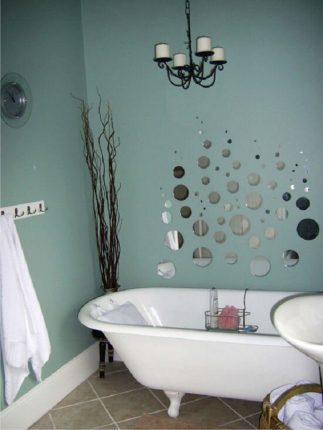 бюджетный дизайн ванной комнаты с зеркальными кружочками
