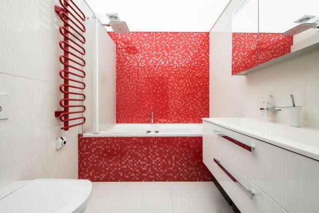 Красный цвет в дизайне ванной комнаты