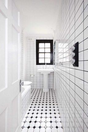 Прямоугольная ванная в светлых тонах