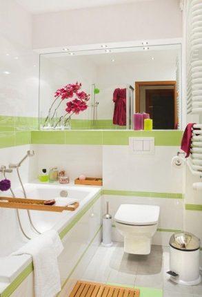 Использование зеркал в небольшой ванной