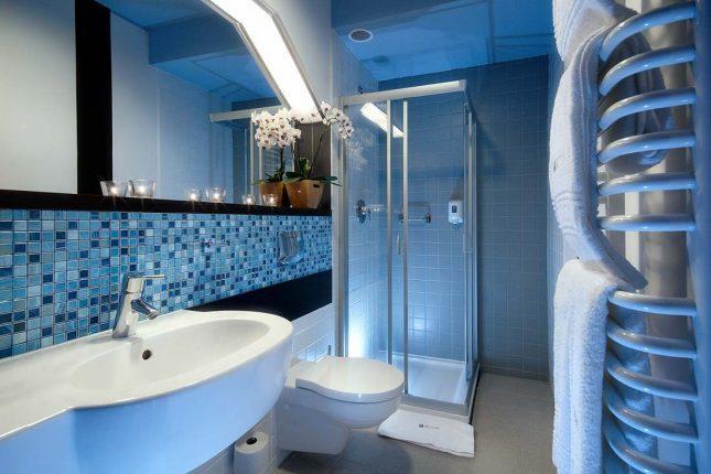 дизайн ванной комнаты с душевой перегородкой