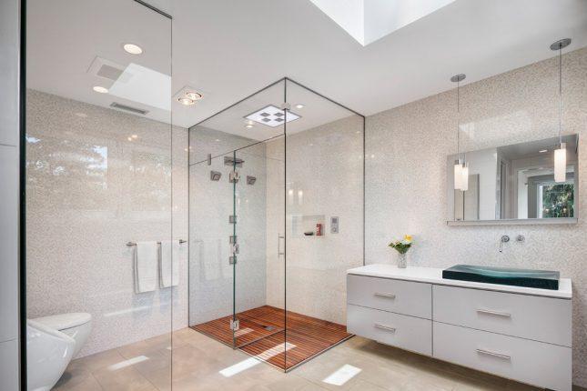 дизайн ванной комнаты с душевой перегородкой в стиле минимализм