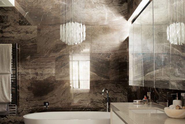 Мрамор тёмно-серого оттенка в интерьере ванной комнаты
