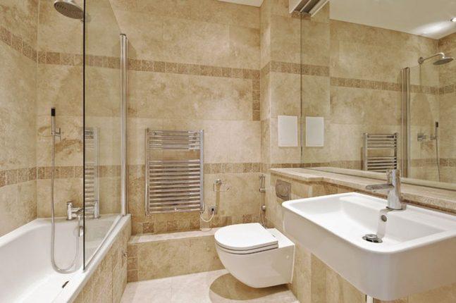 Мраморная плитка в интерьере современной ванной комнаты