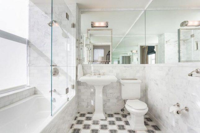 Имитация мрамора в оформлении ванной комнаты
