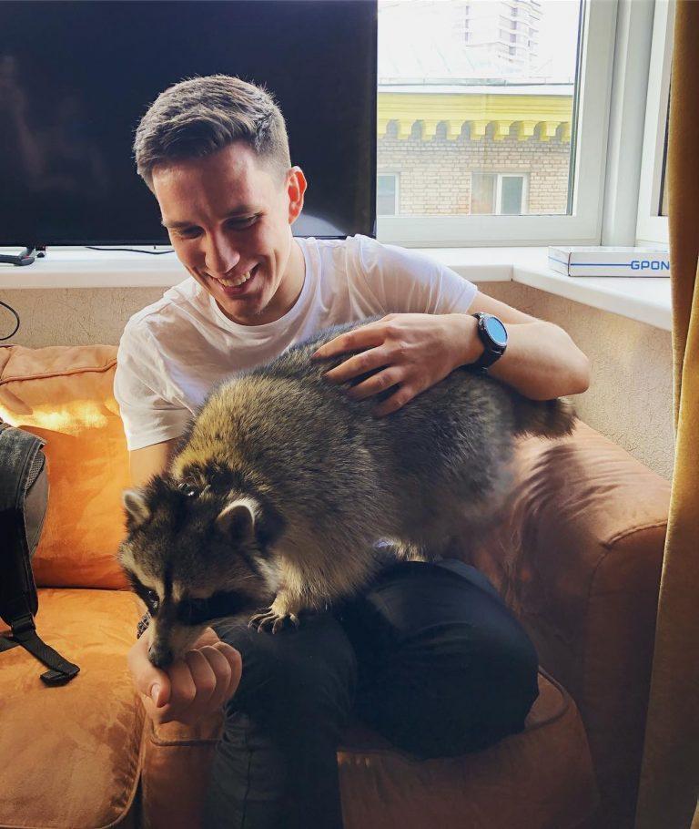 Где сейчас живет блогер Дима Масленников?