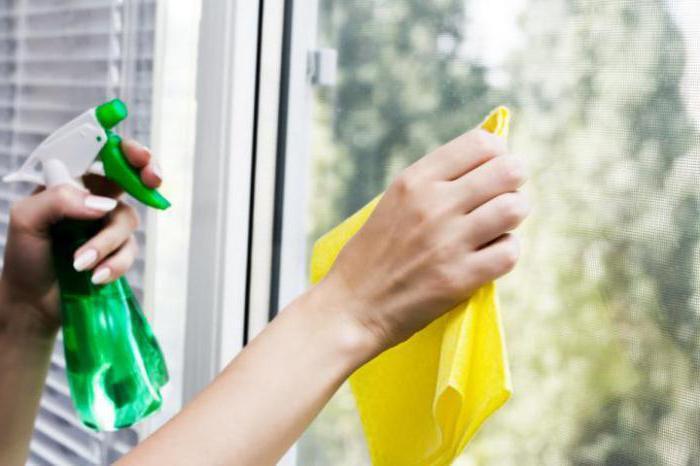 Полезные лайфхаки, как помыть окна на балконе снаружи?