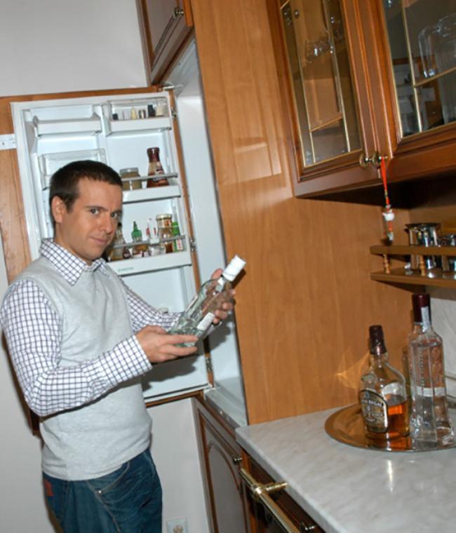 Где живет Андрей Губин?