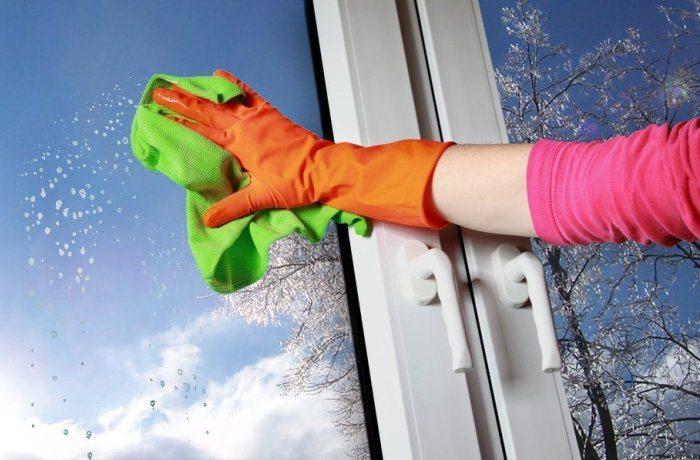 Чем и как правильно мыть пластиковые окна?