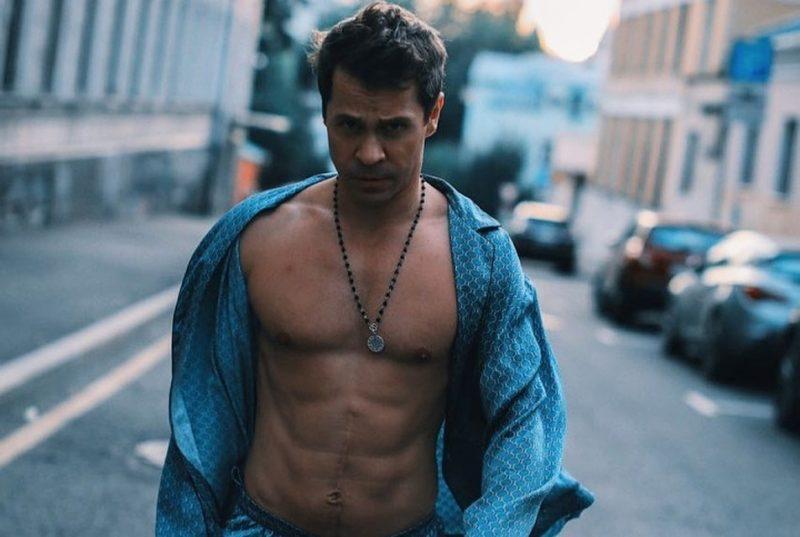 Где живёт актёр Павел Деревянко?