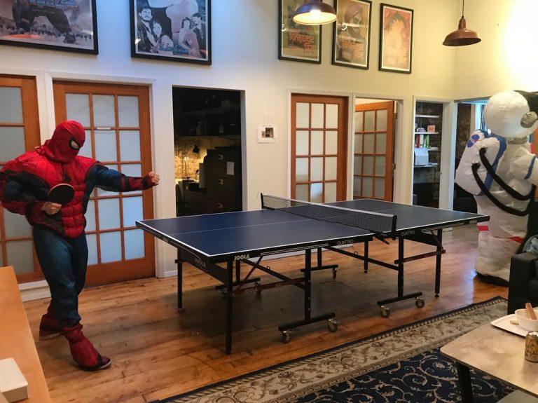 Где живет загадочный Человек-паук Том Холланд?