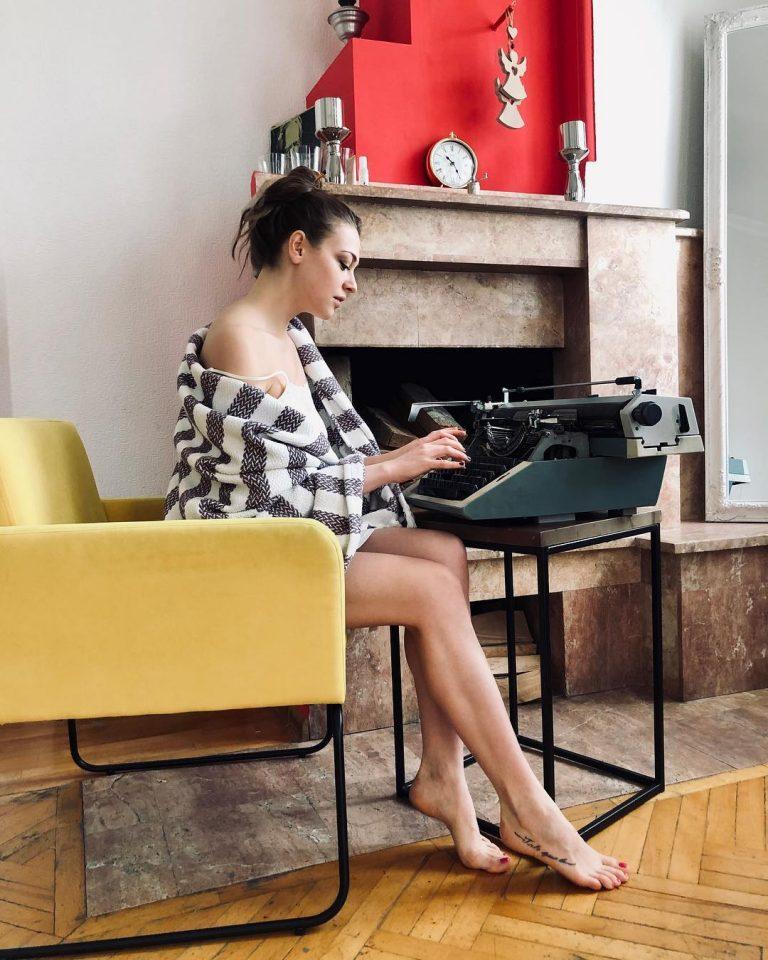 Где живёт молодая талантливая актриса Александра Никифорова?