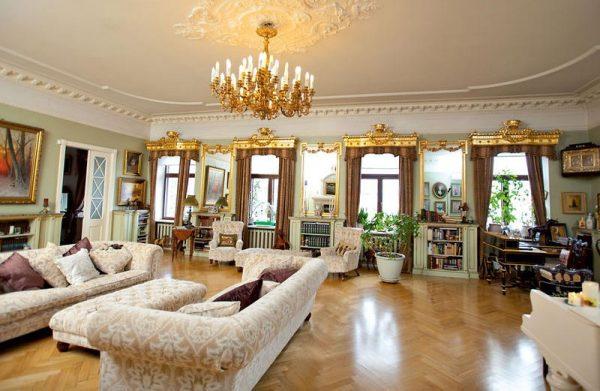 Огромная «коммуналка» Анастасии Мельниковой в центре Санкт-Петербурга