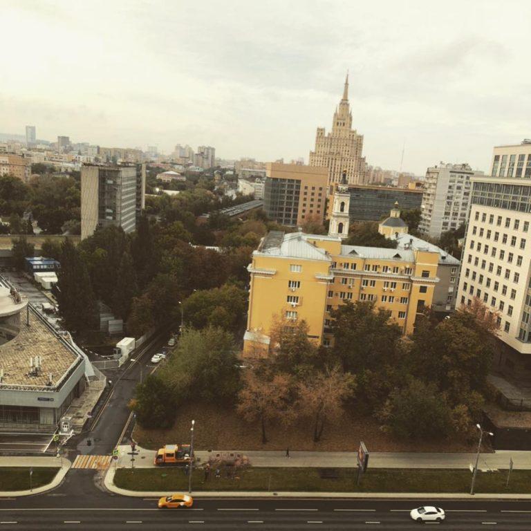 Недвижимость лидера «Руки вверх» Сергея Жукова: квартира в столице и загородный дом в Подмосковье