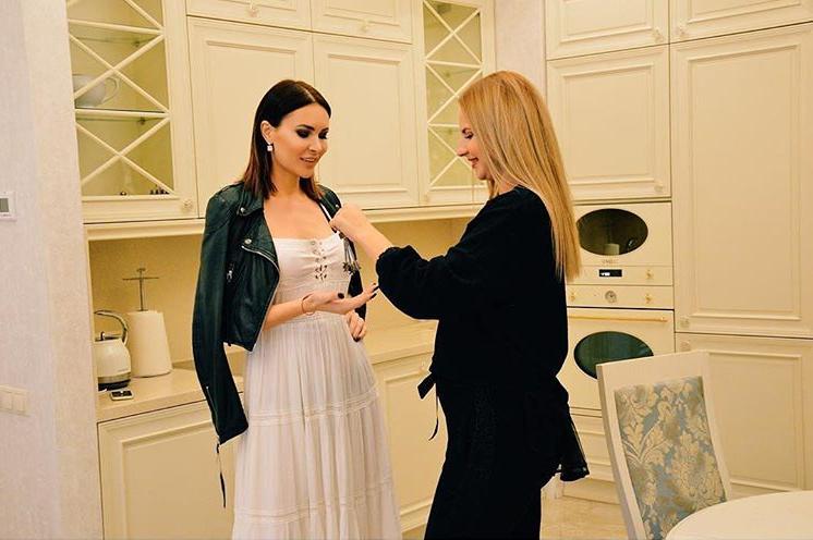 Где живет популярная модель и экс-участница Дом-2 Элина Камирен?