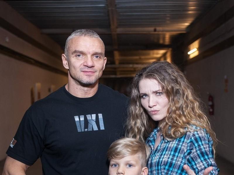 Владимир Епифанцев снимает жилье бывшей жене за 250 тысяч рублей в месяц, а где он живет сам?
