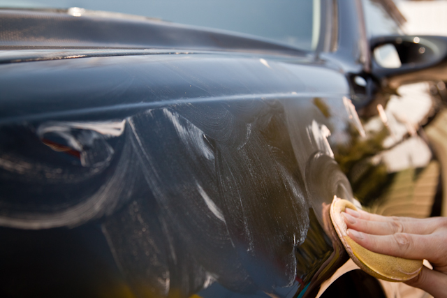 Видео инструкция по удалению царапин с кузова автомобиля и его полировки