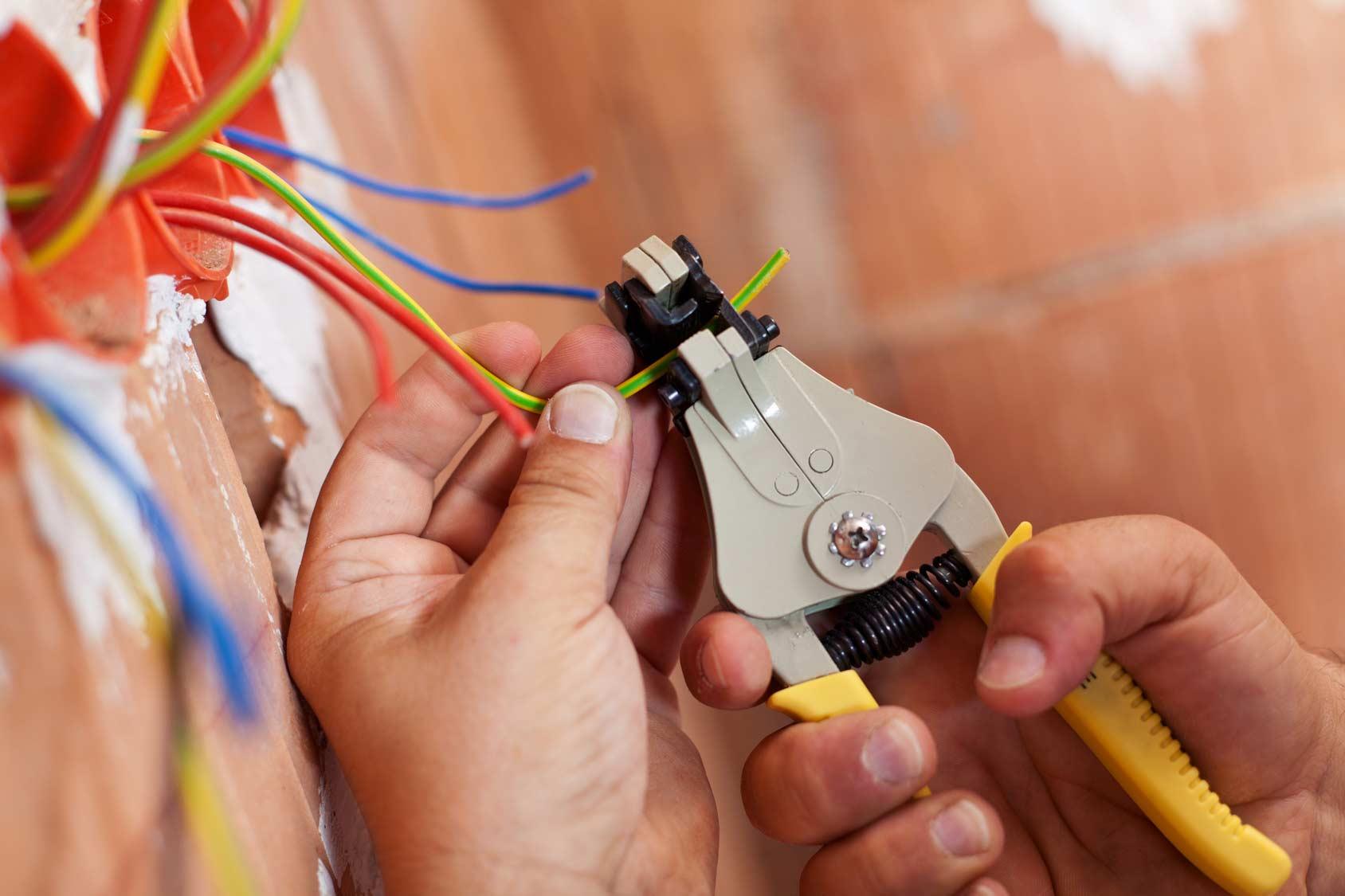 Качественные электротехнические работы от Центра бытовых услуг