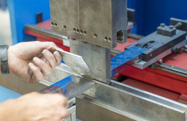 Как делают изделия из жестяного листа