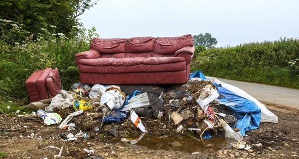Как избавиться от мусора на участке: простой способ решения проблемы
