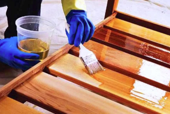 Обработка дерева натуральными маслами, лаками и красками